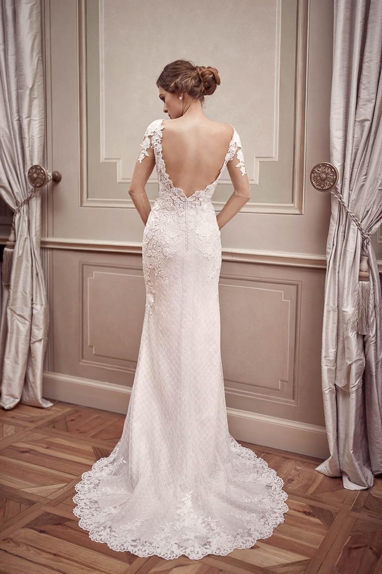 brudekjole med åben ryg og lange ærmer