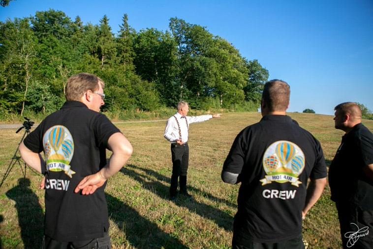 varmluftballon-crew-får-instrukser