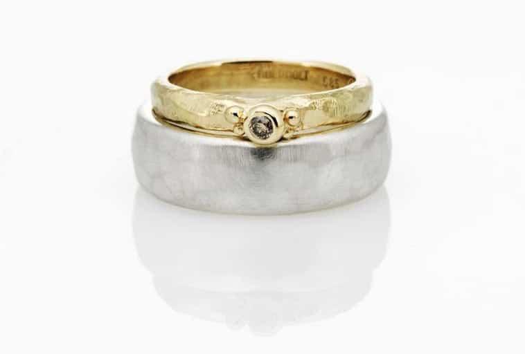dame guldring med brillant og sølvring til herren