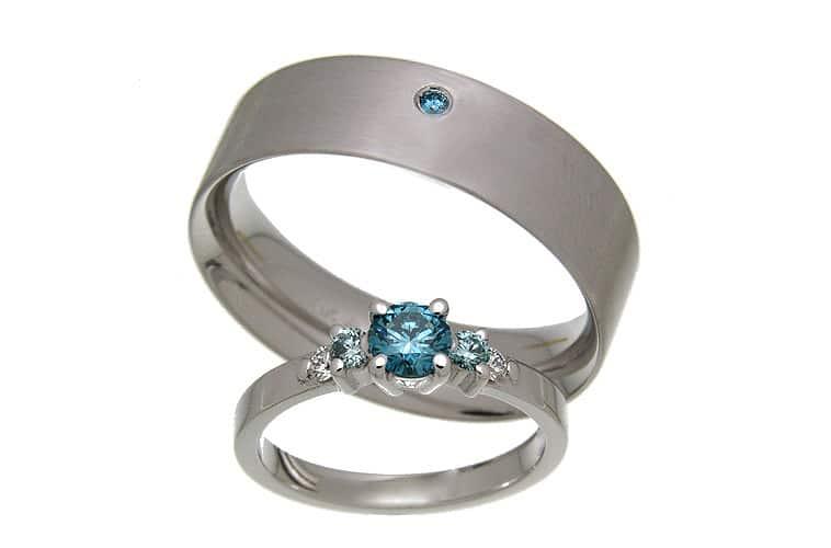 vielsesringe i hvidguld med blå diamanter