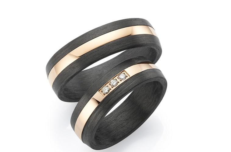 Vielsesringe i titanium og carbon pvd rosa guld belægning