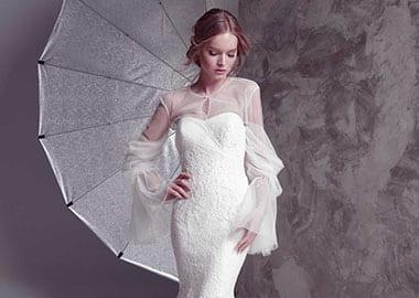 Brudekjole med tylærmer og tyl overdel