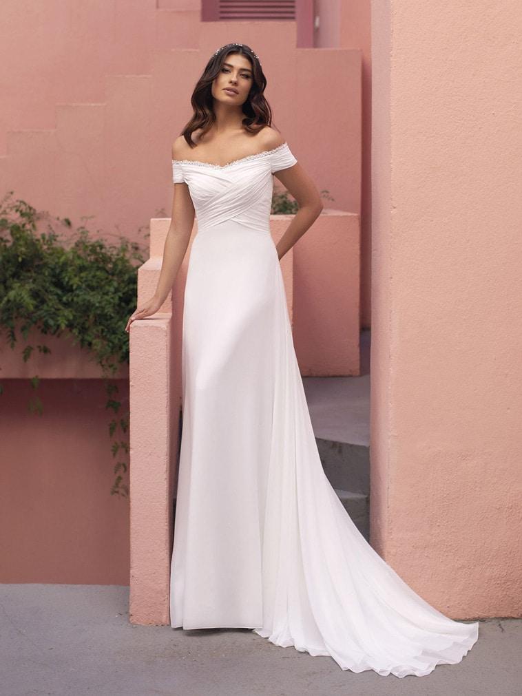 brudekjole i chiffon med draperet udskæring