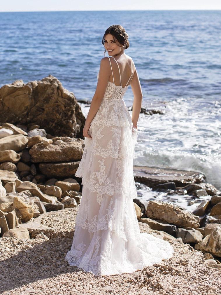 brudekjole med flæser