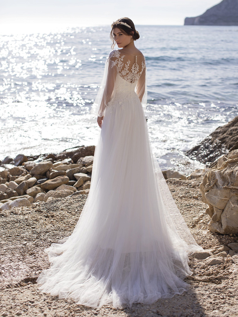 brudekjole i luftigt tyl