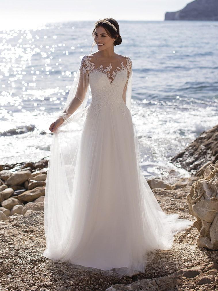 brudekjole i tyl med blonder og lange ærmer