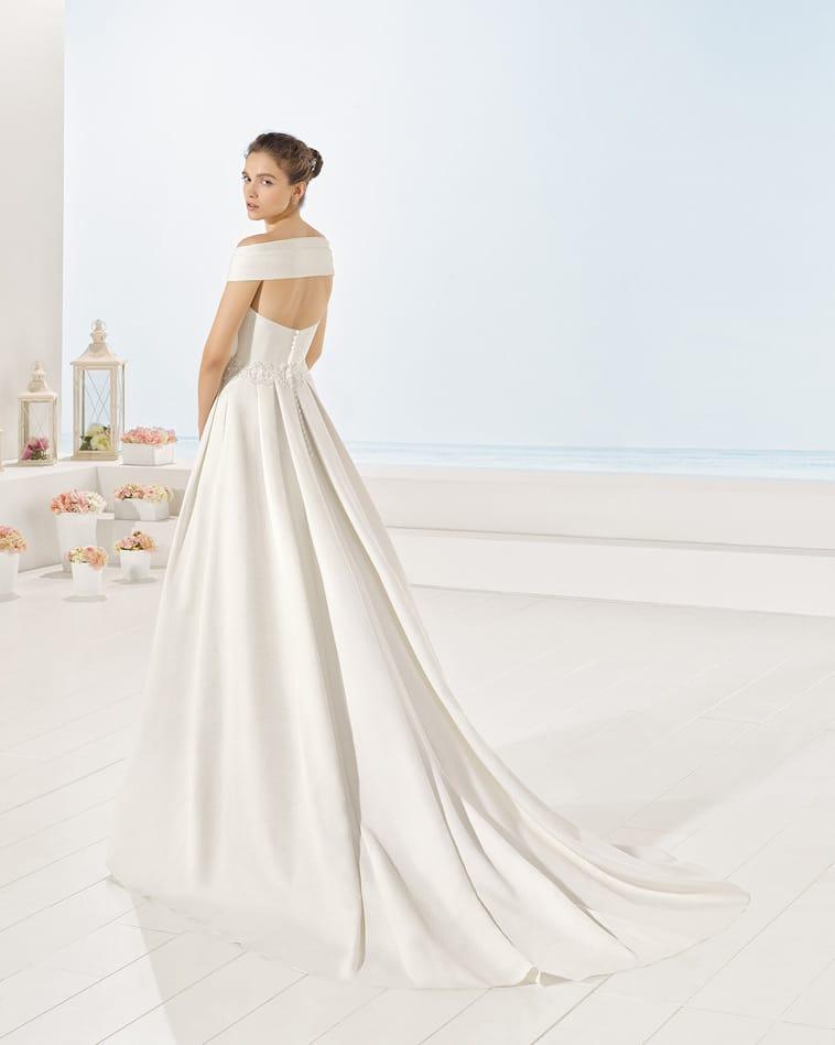 brudekjole med strop bagom ryggen